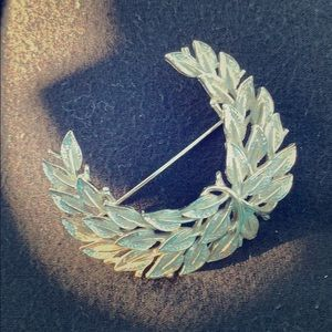 Bold golden design brooch by Coro